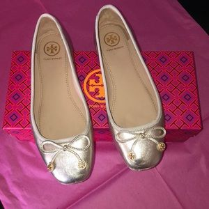 Tory Burch Laila Driver Baller Flats in Spark Gold